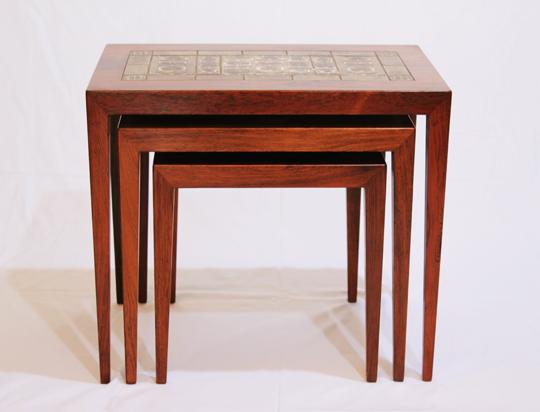 テーブル「タイル・ネストテーブル」