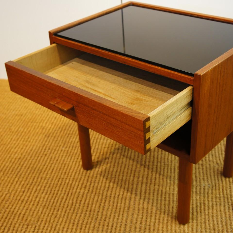 テーブル「ベッドサイドテーブル」