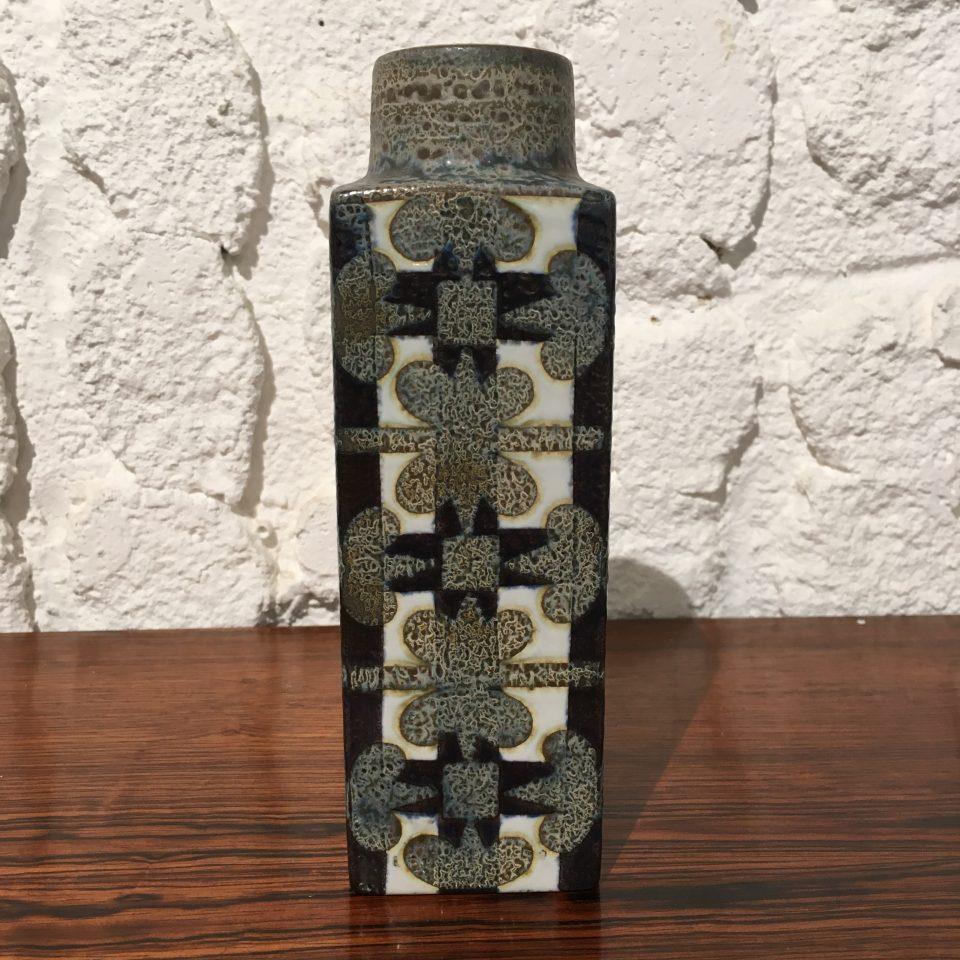 北欧雑貨「BACA 青釉角型花瓶」