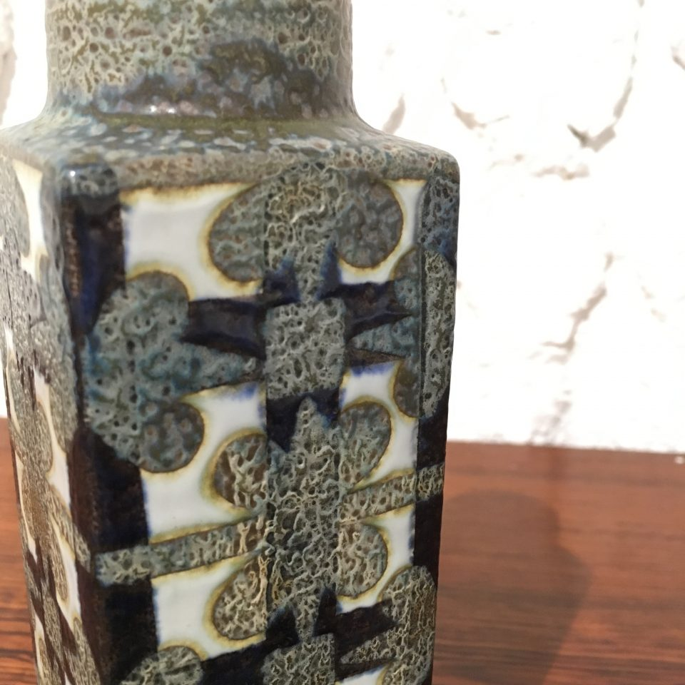北欧雑貨「青釉角型花瓶」