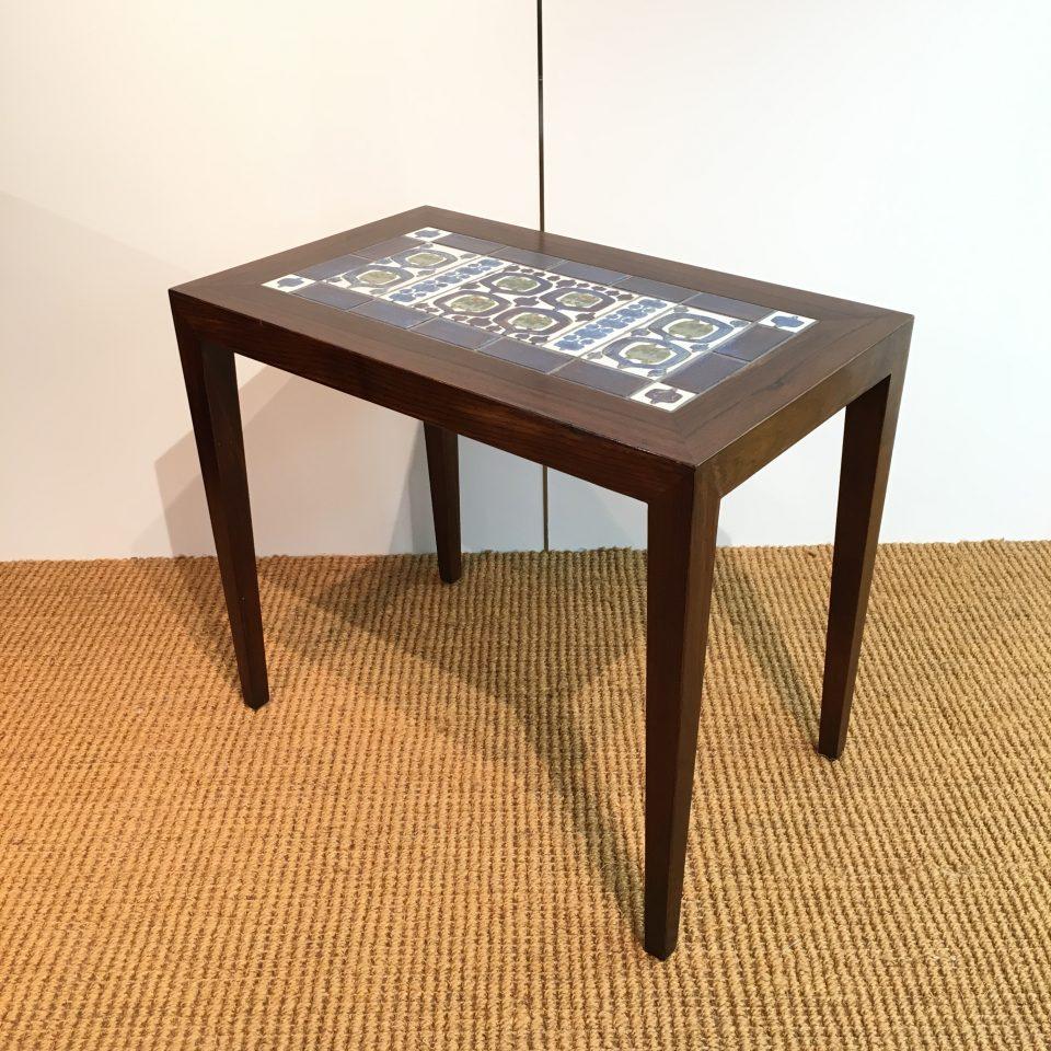 テーブル「コーヒーテーブル」