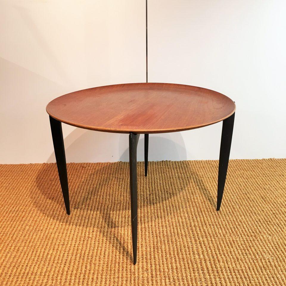 テーブル「トレイテーブル」