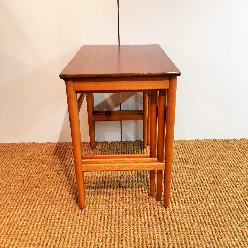 テーブル「AT-40 ネストテーブル」