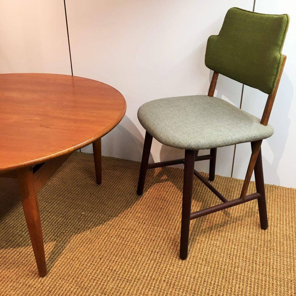 テーブル「リフトアップテーブル」