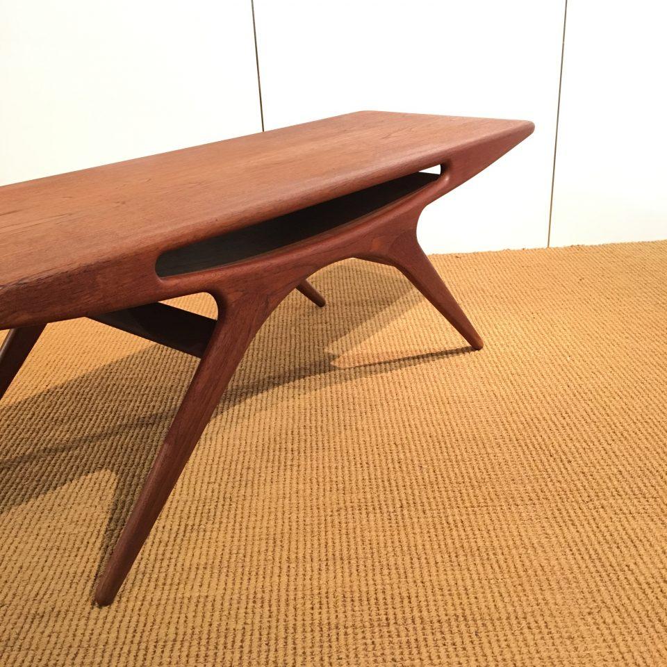 テーブル「UFOテーブル」