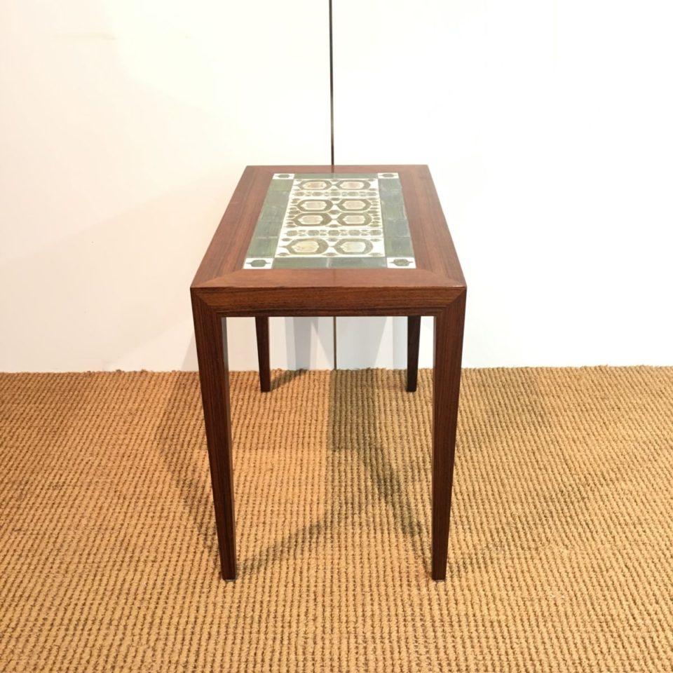 テーブル「サイドテーブル」