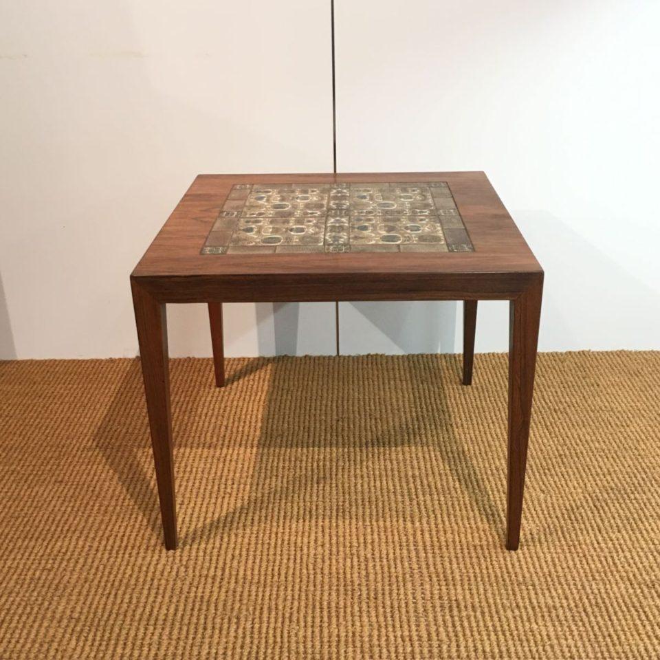 テーブル「スクエアテーブル」