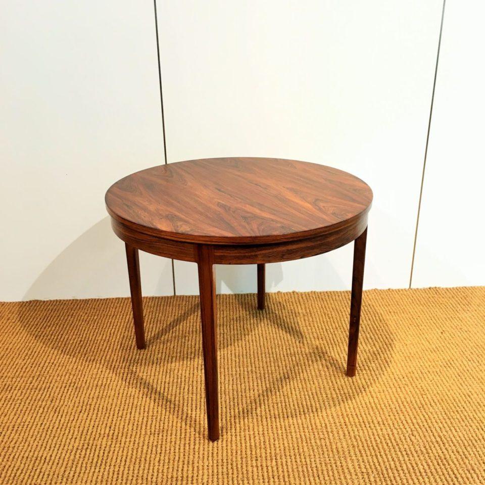 テーブル「ラウンドテーブル」