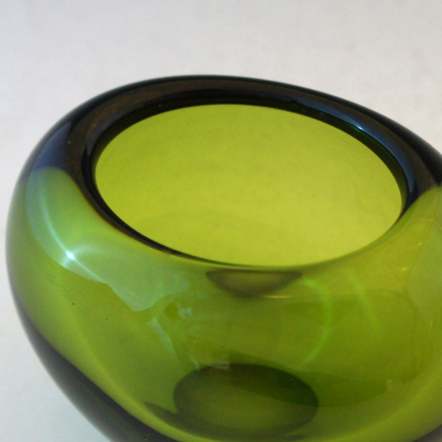 北欧雑貨「Vase: Menuet (middle green)」