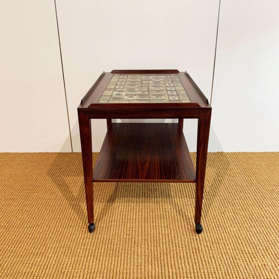 テーブル「タイルトップトロリー」